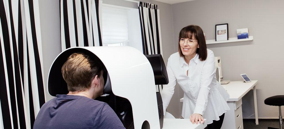 kontaktlinsen-schritt-1-beratung-vermessung-augensache-optiker-friedberg
